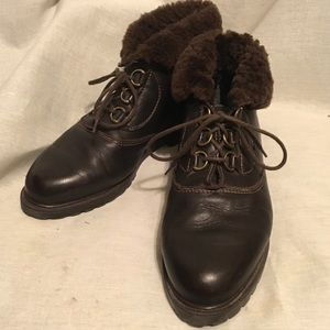 7.5 W LA CANADIENNE Brown Shearling Lined Booties